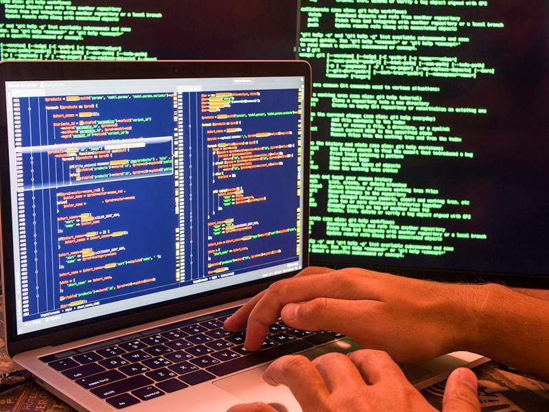 Comment certains virus informatiques infiltrent-ils les ordinateurs ?